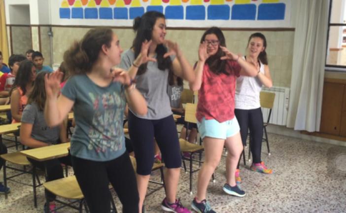 """Proyecto interdisciplinar a través de la canción del """"Pollito Pío"""""""